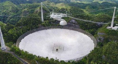 VIDEO: A huge telescope from films crashed, filmed by surveillance cameras